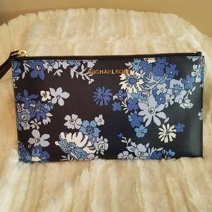 NEW!  Micheal Kors LG Floral Wristlet (FABGRAD)